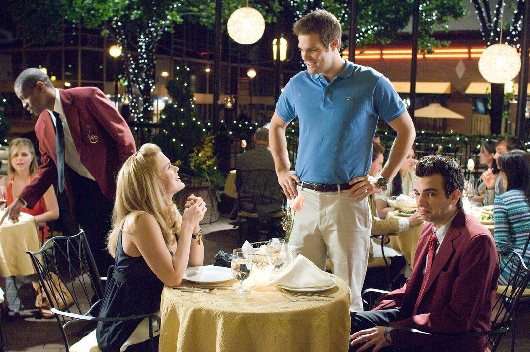 Ausgerechnet bei ihrem Date treffen Kirk (Jay Baruchel, r.) und Molly (Alice Eve, l.) auf Mollys Ex-Freund Cam(Geoff Stults, M.), der offensichtlich... - Bildquelle: 2009 DREAMWORKS LLC.  All Rights Reserved.