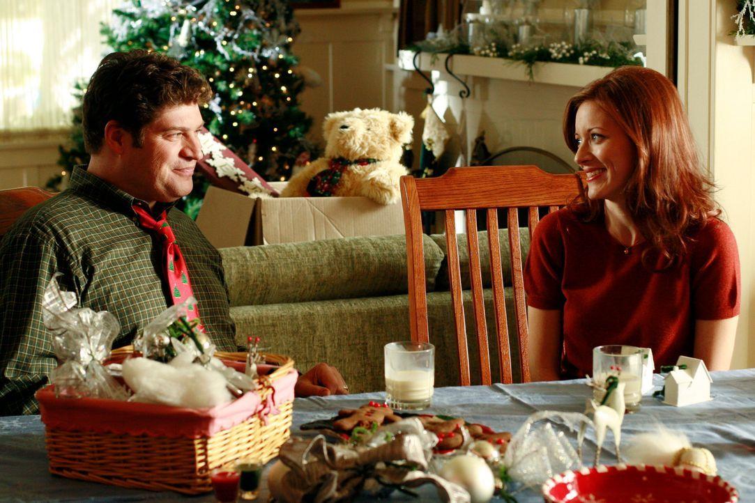 Trotz der Ehekrise versuchen Owen (Brad William Henke, l.) und Alison (Elizabteh Bogush, r.) ein reibungsloses Weihnachtsfest zu planen. Wird Ikey i... - Bildquelle: ABC Studios