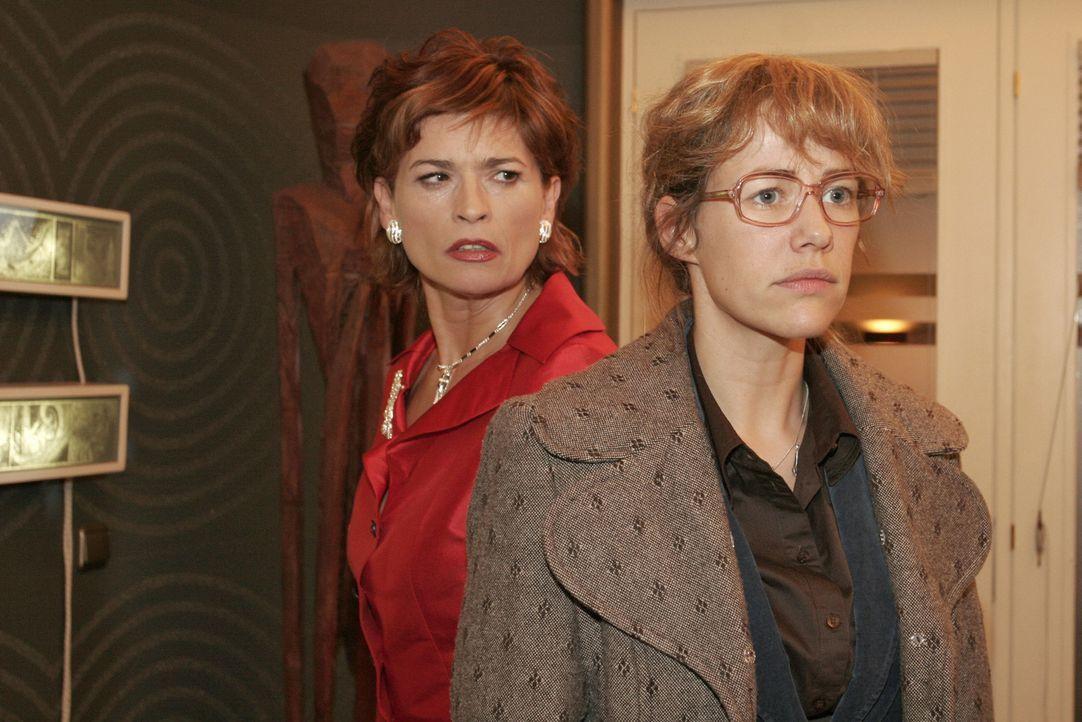 Lisa (Alexandra Neldel, r.) ist von Sophies (Gabrielle Scharnitzky, l.) Boshaftigkeit geschockt. - (Dieses Foto von Alexandra Neldel darf nur in Zus... - Bildquelle: Noreen Flynn Sat.1