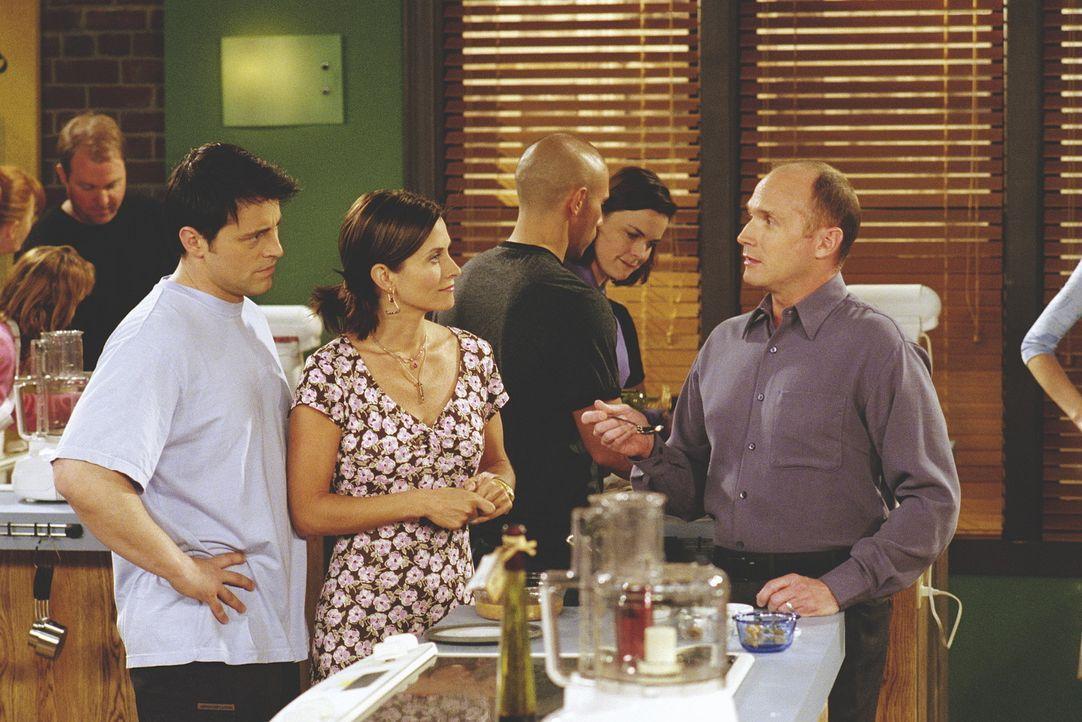 Monica (Courteney Cox Arquette, M.) kann es nicht fassen, daß ein Gastro-Kritiker ihre Kochkünste bemängelt. - Bildquelle: TM+  WARNER BROS.