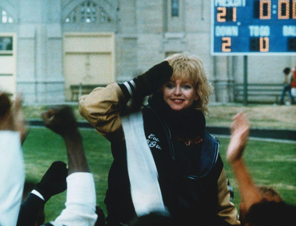 Molly McGrath (Goldie Hawn, M.) ist es tatsächlich gelungen, aus einem chaotischen Haufen eine erfolgreiche Footballmannschaft zu machen. - Bildquelle: Warner Bros.