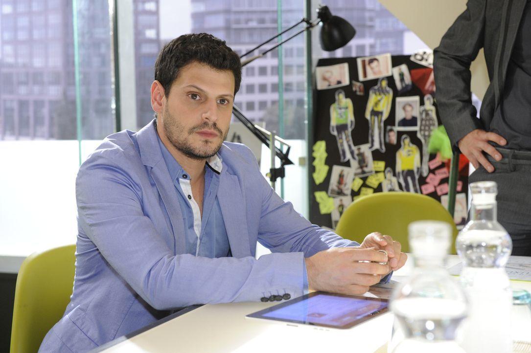 Luca (Manuel Cortez) und Olivia sind nach ihrer Nacht im Casino vollauf glücklich. Doch als Luca Nina bei Kai im Büro sieht, beschleicht ihn ein u... - Bildquelle: SAT.1