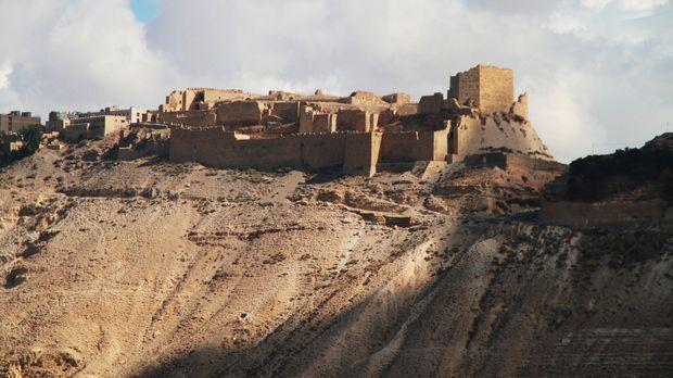 Die Kreuzfahrerburg Kerak in Jordanien wurde 1142 erbaut. Durch die Errichtun...