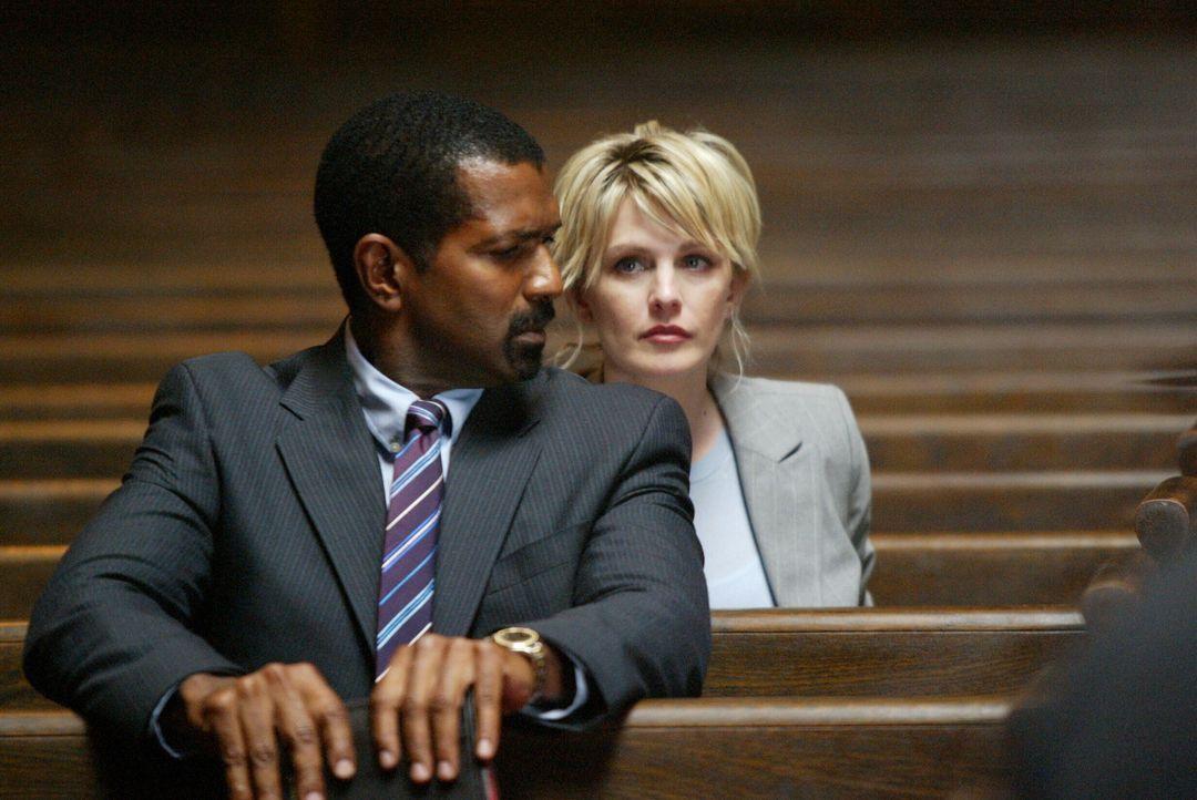 Det. Lilly Rush (Kathryn Morris, r.) erkennt schnell, dass Tucker (Riff Hutton, l.) mehr weiß, als er anfangs zugeben will ... - Bildquelle: Warner Bros. Television