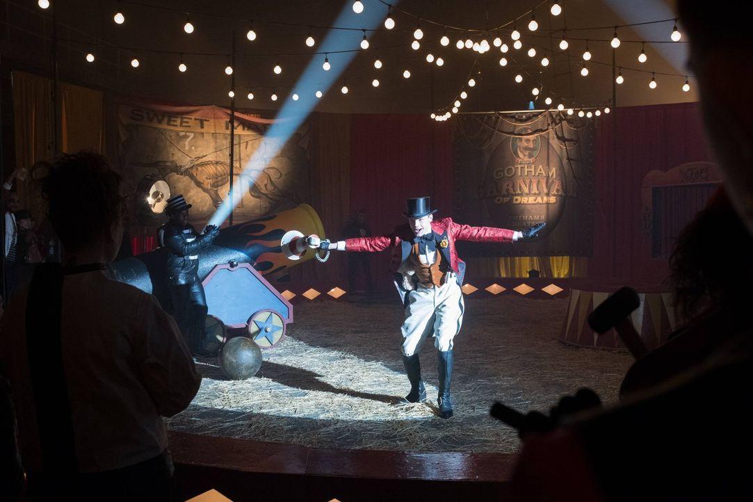 Entführt Bruce und will ihn vor Zuschauern in einem Zirkus töten: Jerome (Cameron Monaghan) ... - Bildquelle: Warner Brothers