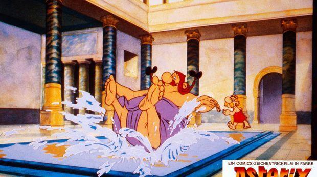 Wenn Obelix (l.) baden geht, bleibt für Asterix (r.) kaum noch Wasser übrig ....