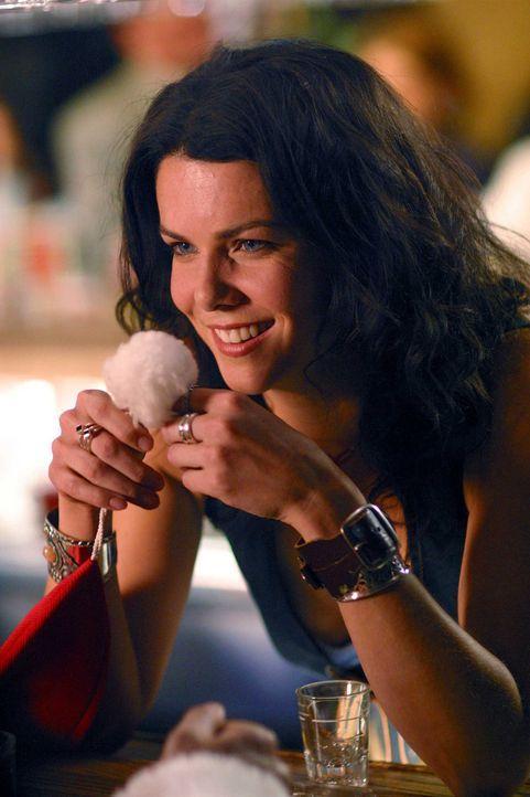 Barfrau Sue (Lauren Graham) ist ein großer Weihnachtsmann-Fan und verliebt sich ausgerechnet in den abgewrackten Kaufhaus-Weihnachtsmann Willi ... - Bildquelle: 2006 Sony Pictures Television International.