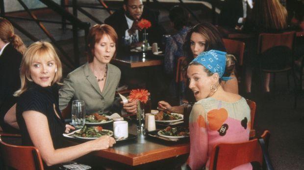 Während eines Mittagplauschs und einem Salat, bericht Miranda (Cynthia Nixon,...