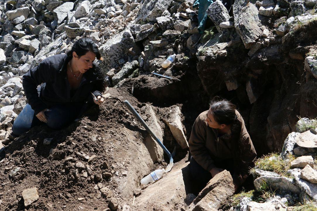 Ein sich näherndes Unwetter könnten den letzten Ausgrabungstag von Jessica (l.) und Amanda (r.) schneller beenden, als ihnen lieb ist ... - Bildquelle: High Noon Entertainment, 2015