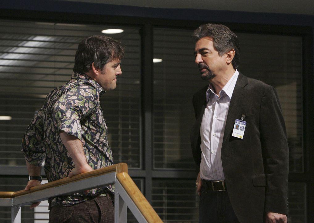 Kennen sich bereits von früher: Kevin Lynch (Nicholas Brendon, l.) und Rossi (Joe Mantegna, r.) ... - Bildquelle: Touchstone Television