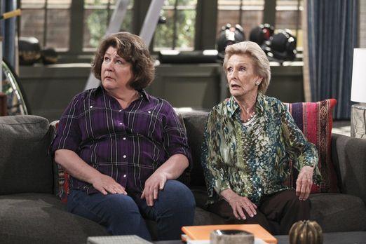 The Millers - Carols Tante Louise (Cloris Leachman, r.) kommt für eine Woche...