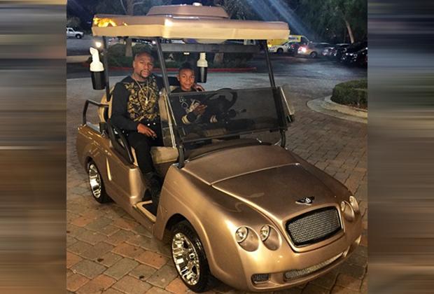 Mayweather beschenkt seinen Sohn - Bildquelle: Instagram/Mayweather