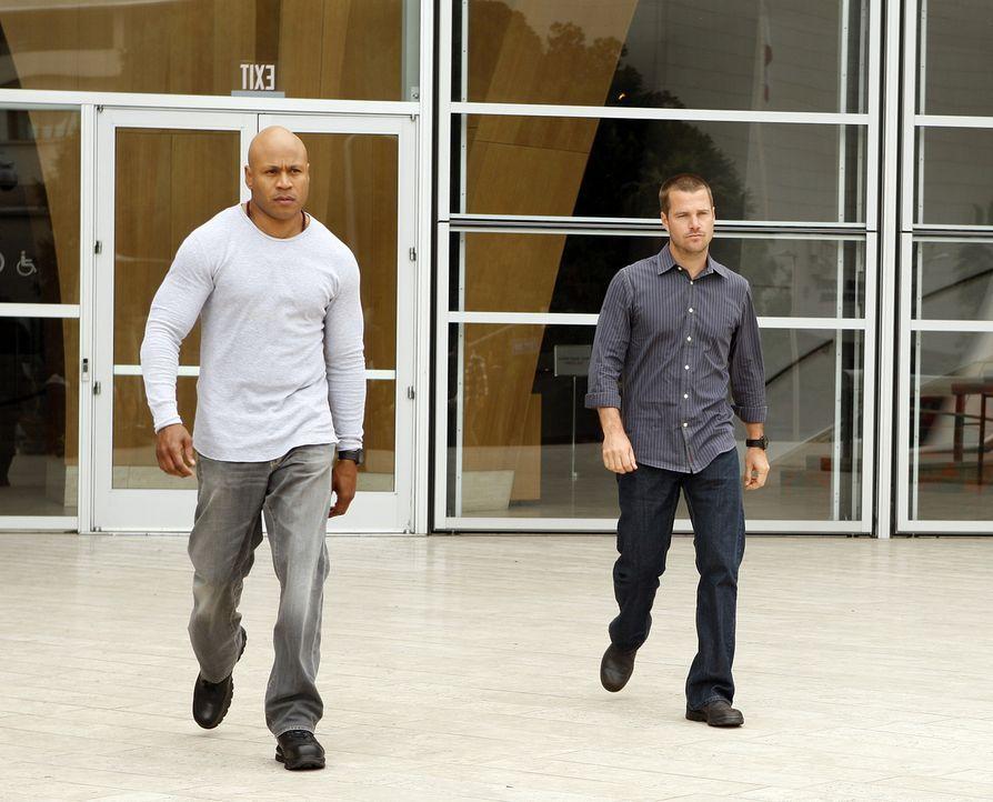 Arbeiten an einem neuen Fall: Special Agent G. Callen (Chris O'Donnell, r.) und Special Agent Sam Hanna (LL Cool J, l.) ... - Bildquelle: CBS Studios Inc. All Rights Reserved.