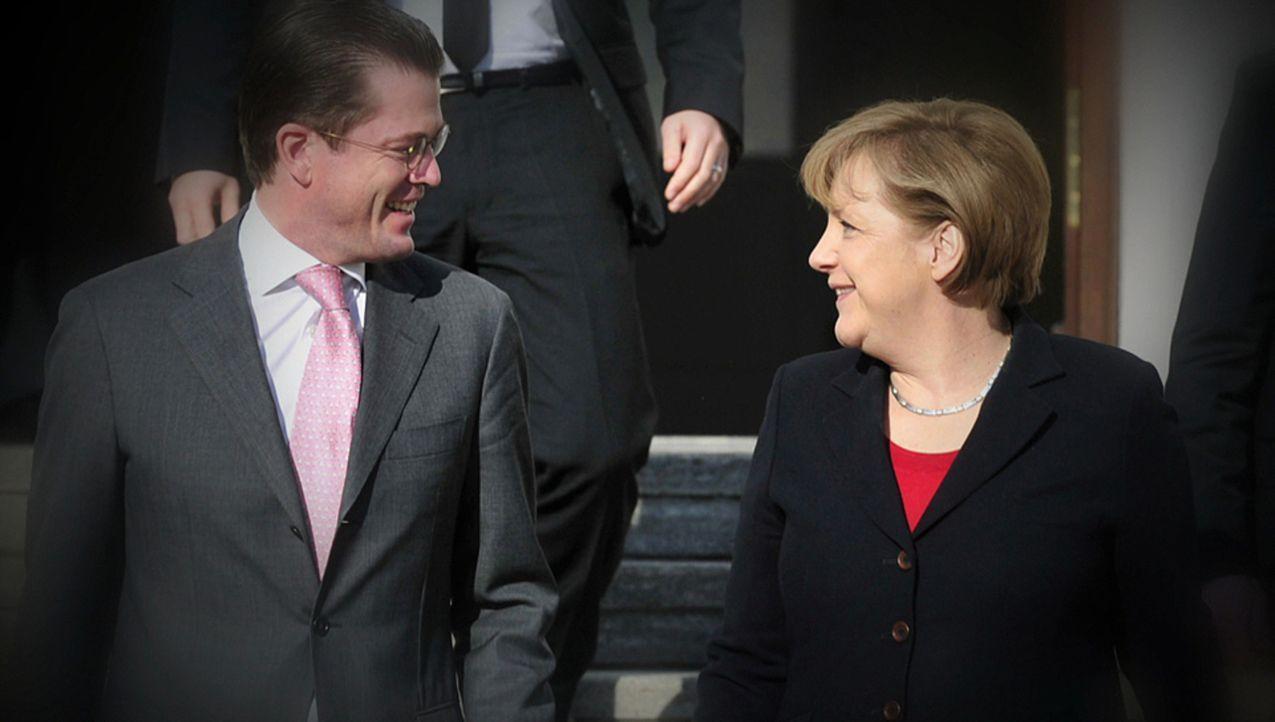 Die größten Skandale: Karl Theodor zu Guttenberg (l.) - Absturz eines Überfliegers ... - Bildquelle: kabel eins