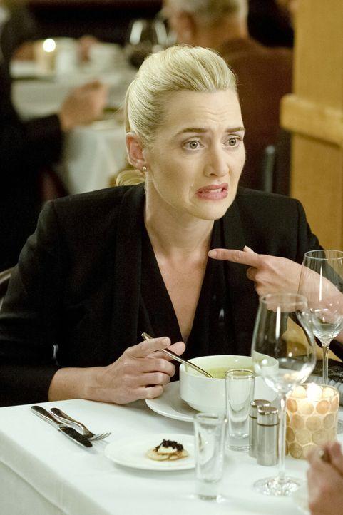 Warum ist der reiche, gutaussehende Davis noch immer Junggeselle? Beth (Kate Winslet) muss mit einer besonders merkwürdigen Deformierung umgehen ler... - Bildquelle: Constantin Film Verleih GmbH