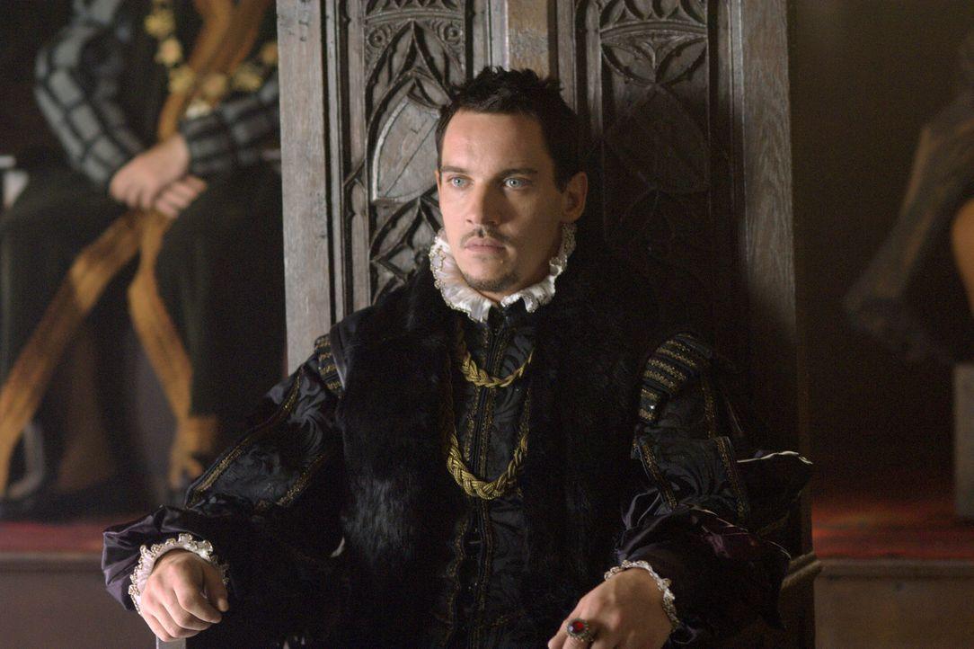 König Henry (Jonathan Rhys Meyers) verliert die Geduld, wegen seine Scheidung von Katharina. Da der Papst die Ehe nicht anullieren möchte, lässt er... - Bildquelle: 2008 TM Productions Limited and PA Tudors II Inc. All Rights Reserved.