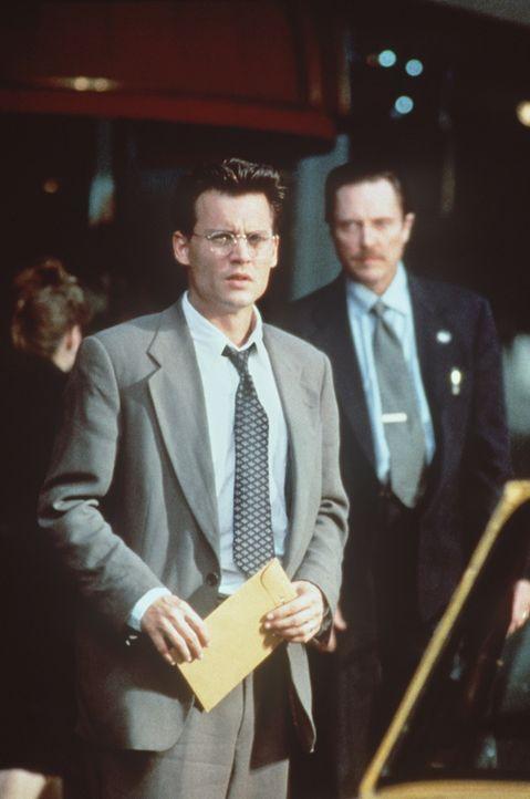 Eiskalt benutzt Mr. Smith (Christopher Walken, r.) Gene Watson (Johnny Depp, l.) für seine Pläne. Will der Buchhalter seine Tochter lebend wiederseh... - Bildquelle: Paramount Pictures