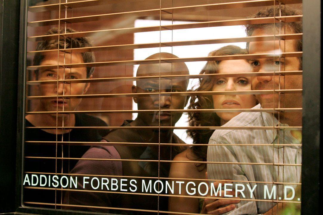 Haben den Streit zwischen Addison und Naomi mitbekommen und wollen nun wissen, was los ist: Violet (Amy Brenneman, 2.v.r.), Pete (Tim Daly, l.), Coo... - Bildquelle: ABC Studios