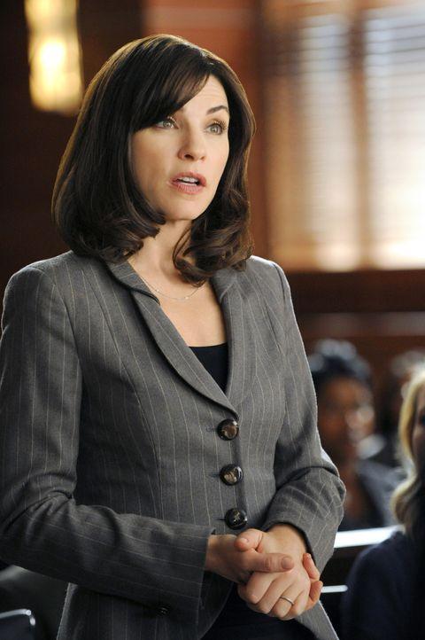 Alicia Florrick (Julianna Margulies) übernimmt die Verteidigung des Taiwaners Chen Jin-Pyn, der des Mordes angeklagt wird ... - Bildquelle: 2011 CBS Broadcasting Inc. All Rights Reserved.