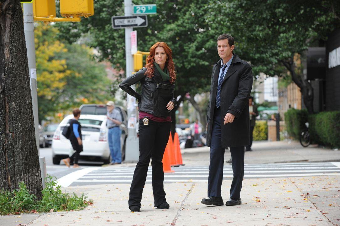 Ermitteln in einem neuen Mordfall: Carrie (Poppy Montgomery, l.) und Al (Dylan Walsh, r.) ... - Bildquelle: 2011 CBS Broadcasting Inc. All Rights Reserved.