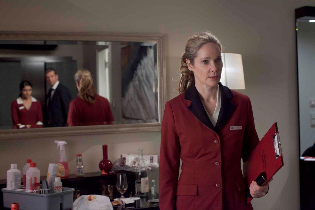 Hella Wiegand (Ann Kathrin Kramer) arbeitet als Floor-Supervisor in einem Hamburger Luxushotel. Eines Tages muss sie erleben, wie ihr Chef eines der... - Bildquelle: Georg Pauly SAT.1