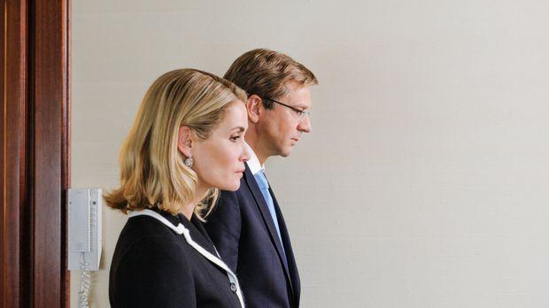 Es ist der 17. Februar 2012: An der Seite seiner Ehefrau Bettina (Anja Kling,...