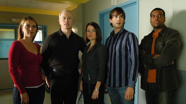 Dr. Natalie Durant (Kelli Williams, l.), Dr. Stephen Connor (Neal McDonough,...