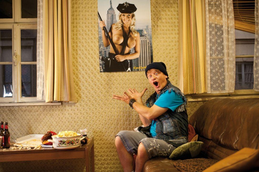 Nimmt seinen Job nicht sehr ernst: Polizist Tommie (Tom Gerhardt) ... - Bildquelle: 2010 Constantin Film Verleih GmbH