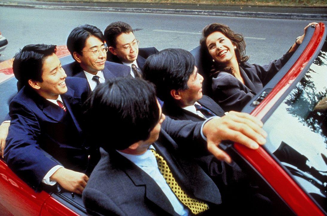 Schnittig, dynamisch und überaus temperamentvoll: Theamaria (Katharina Müller-Elmau) beeindruckt die japanische Delegation.