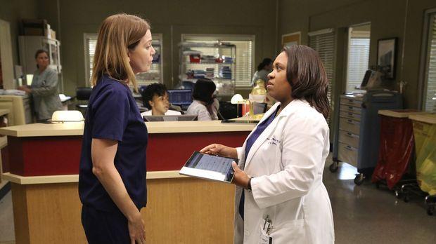 Während Meredith (Ellen Pompeo, l.) einen Vorbereitungskurs für die Ärzte von...