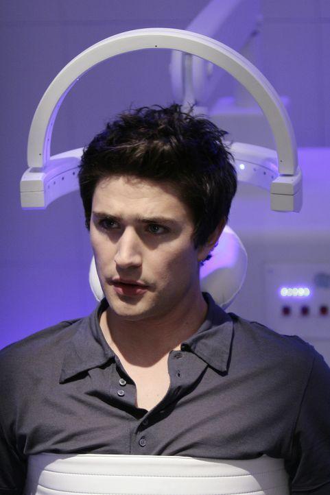 Er ist fest entschlossen: Kyle (Matt Dallas) will endlich die Tragers in Sicherheit bringen und riskiert dafür alles ... - Bildquelle: TOUCHSTONE TELEVISION