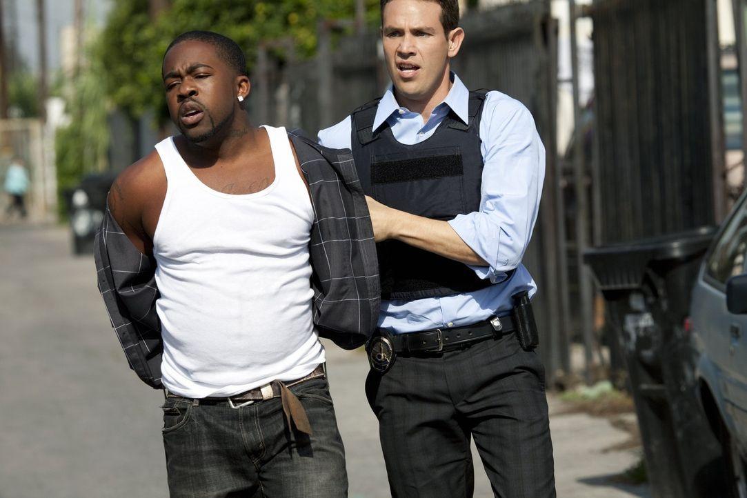 Zwei Straßengangs machen Detective Nate Moretta (Kevin Alejandro, r.) und seinen Leuten das Leben schwer ...