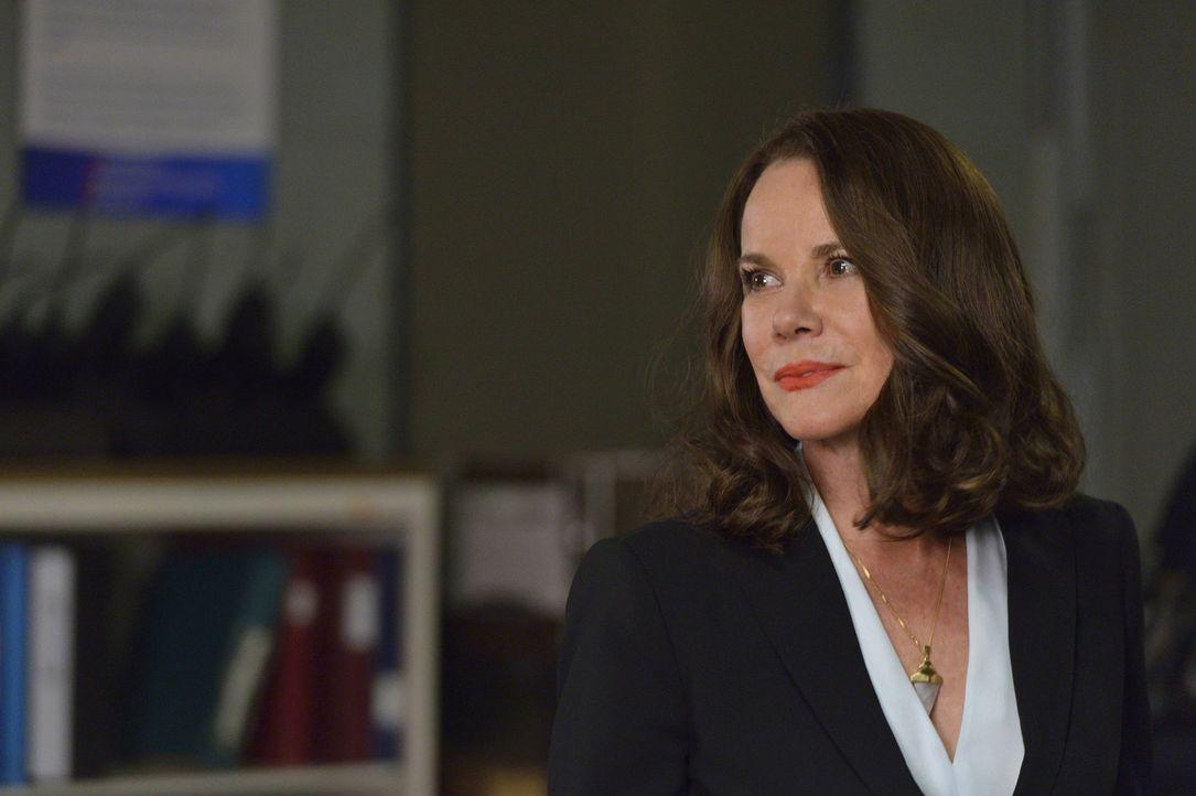 Wie wird Ann Rutledge (Barbara Hershey) reagieren, wenn Damien, auf Johns Anraten, ihr immer aus dem Weg zu gehen versucht? - Bildquelle: Ben Mark Holzberg 2016 A&E Television Network, LLC. All rights reserved.