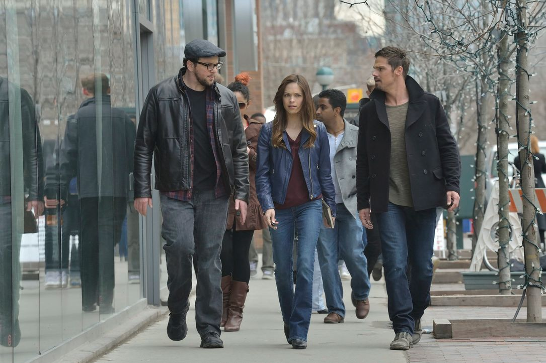 Gabe hat einen Weg gefunden, sich wieder in ein Biest zu verwandeln. Werden es Cat (Kristin Kreuk, M.), Vincent (Jay Ryan, r.) und J.T. (Austin Basi... - Bildquelle: 2013 The CW Network, LLC. All rights reserved.