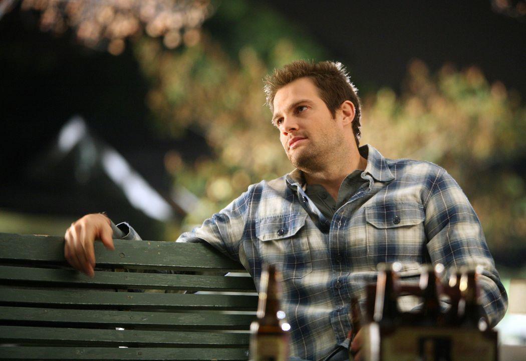 Eddie (Geoff Stults) ist zwar vergeben, aber trotzdem genießt er die Zeit mit seiner Ex Verlobten ... - Bildquelle: ABC Studios