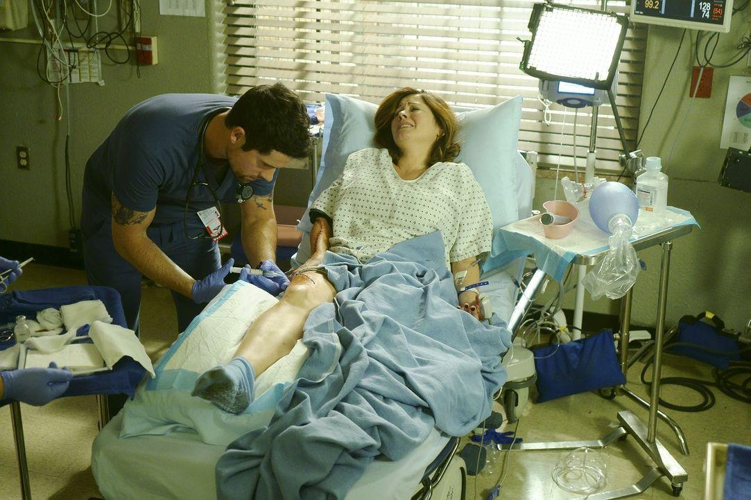 Im Dauereinsatz, um Leben zu retten: Mario (Ben Hollingsworth, l.) ... - Bildquelle: Monty Brinton 2015 ABC Studios