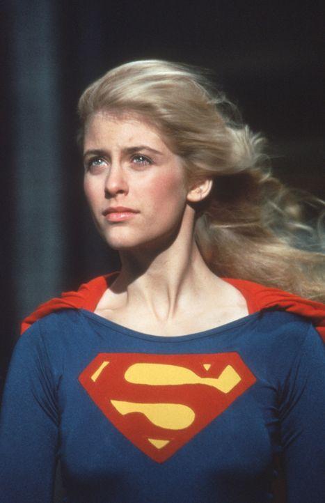Kara (Helen Slater) kommt von ihrem Heimatplaneten Krypton auf die Erde, um das Omegahedron zurückzuholen, eine Energiequelle, ohne die ihr Planet... - Bildquelle: TriStar Pictures