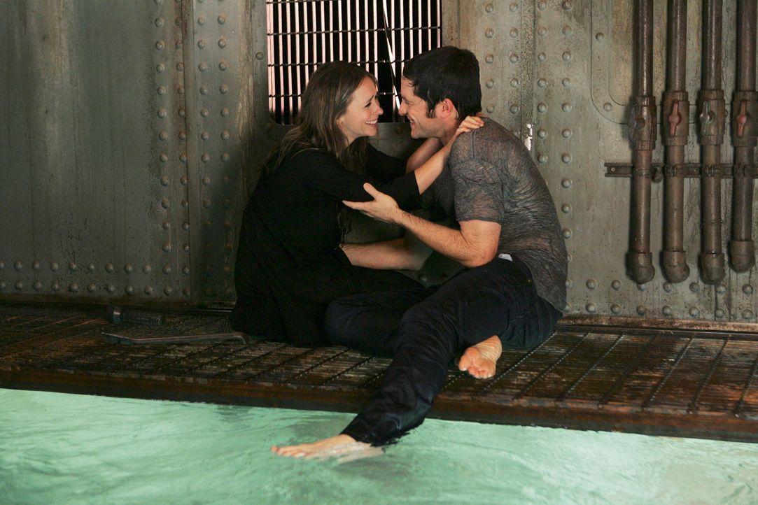 Können ihr Glück kaum fassen: Melinda Gordon (Jennifer Love Hewitt, l.) und Jim Clancy (David Conrad) - Bildquelle: ABC Studios