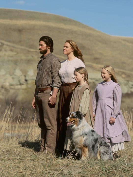 Caroline (Erin Cottrell, 2.v.l.), Charles (Cameron Bancroft, l.), Mary (Danielle Chuchran, r.) und Laura (Kyle Chavarria, 2.v.r.) siedeln nach Kansa... - Bildquelle: ABC, Inc.