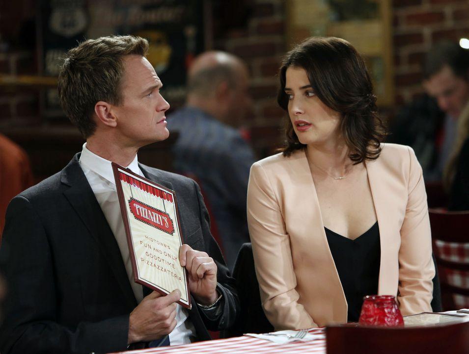 Als Robin (Cobie Smulders, r.) von Barney (Neil Patrick Harris, l.) erfährt, dass er ihren Vater noch nicht um Erlaubnis für die Hochzeit gefragt ha... - Bildquelle: 2013 Twentieth Century Fox Film Corporation. All rights reserved.