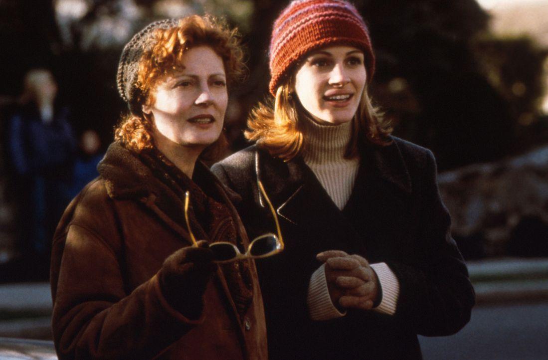 Lieber spät als nie: Die beiden Rivalinnen Isabel (Julia Roberts, r.) und Jackie (Susan Sarandon, l.) haben sich angefreundet ... - Bildquelle: Columbia Pictures