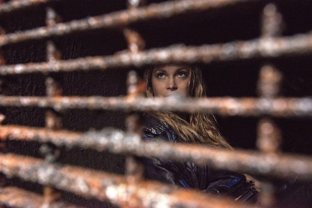 Clarke (Eliza Taylor) war immer bewusst, dass es auf beiden Seiten Allianz-Gegner gibt, doch werden diese wirklich die Pläne gefährden? - Bildquelle: 2014 Warner Brothers