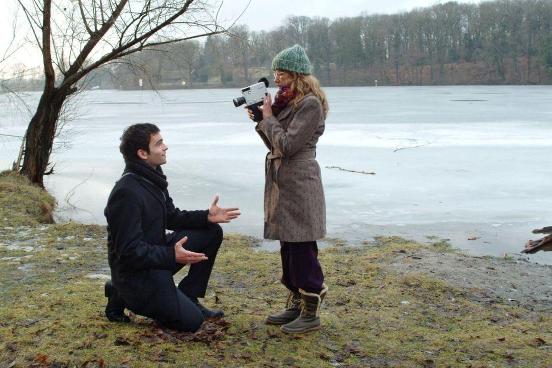 Im Zusammensein mit David (Mathis Künzler, l.) vergisst Lisa (Alexandra Neldel, r.) alles um sich herum. (Dieses Foto von Alexandra Neldel darf nur... - Bildquelle: Monika Schürle Sat.1