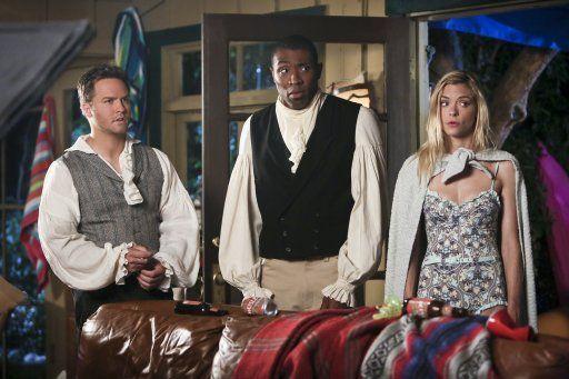 Hart of Dixie: George und Lavon müssen in Kostüme schlüpfen - Bildquelle: Warner Bros. Entertainment Inc.