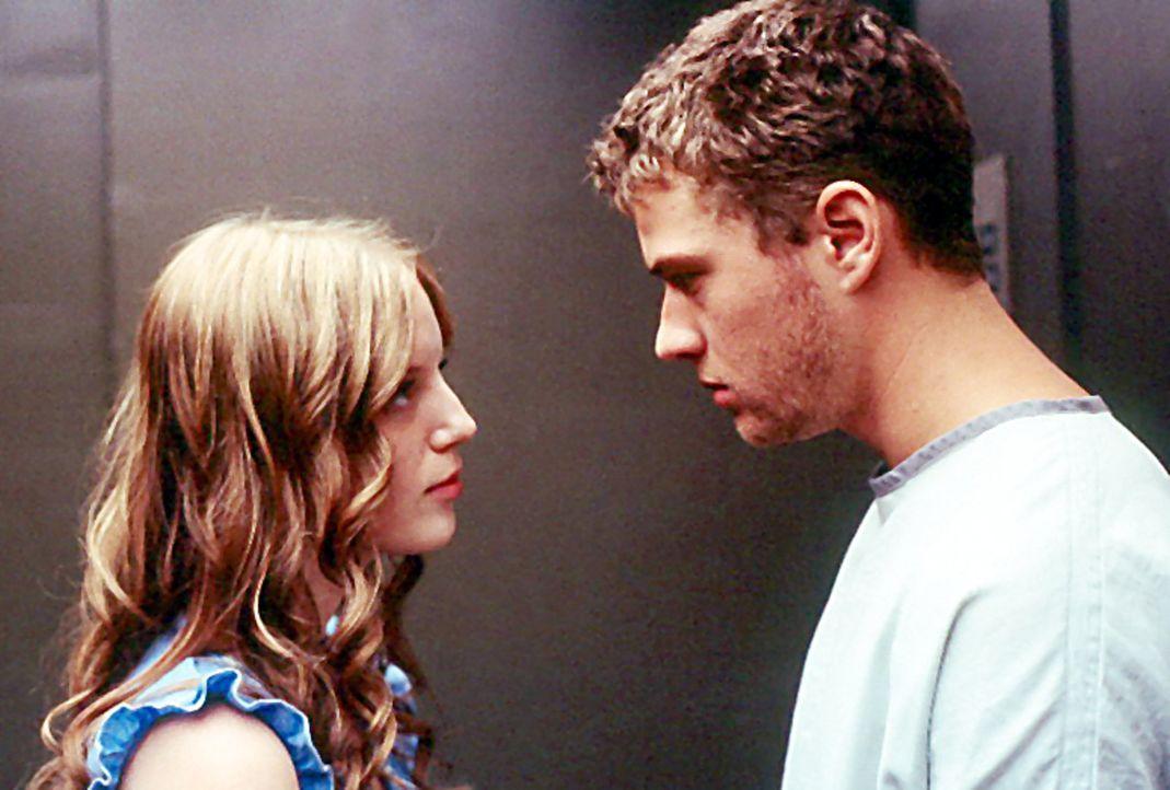 Simon (Ryan Phillippe, r.) ist total verwirrt. Neben einer Ehefrau soll er auch eine Geliebte (Sarah Polley, l.) haben ... - Bildquelle: Miramax Films
