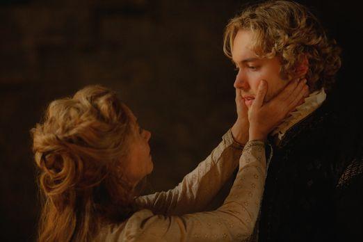 Reign - Spinnt Catherine (Megan Follows, l.) ihre Intrigen auch aus ihrer Gef...