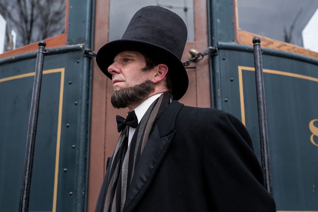 Als Abraham Lincoln (Daniel Peters) zum Präsidenten der Vereinigten Staaten von Amerika gewählt wird, hat er mit einigen Feinden zu kämpfen. Auf ein... - Bildquelle: Darren Goldstein Cineflix 2015