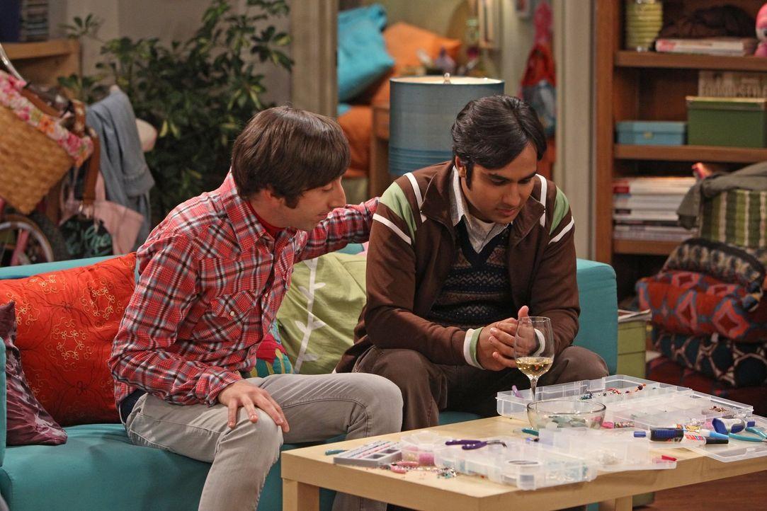 Raj (Kunal Nayyar, r.) wird eifersüchtig, als Howard (Simon Helberg, l.) den Bastel-Mädchenabend mit den Mädels zerstört ... - Bildquelle: Warner Bros. Television