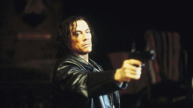 Der psychopathische Serienkiller Garrotte (Jean-Claude Van Damme) versetzt ei...