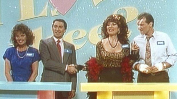 Al (Ed O'Neill, r.) und Peggy (Katey Sagal, 2.v.r.) sind die großen Gewinner...